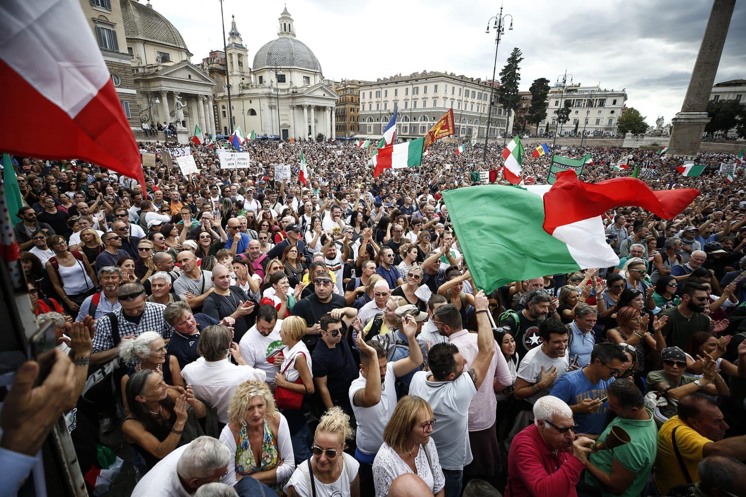 VIDEO: Haos total la Roma! Zeci de mii de protestatari au ieșit în stradă împotriva certificatului verde obligatoriu la locul de muncă – 60m.ro